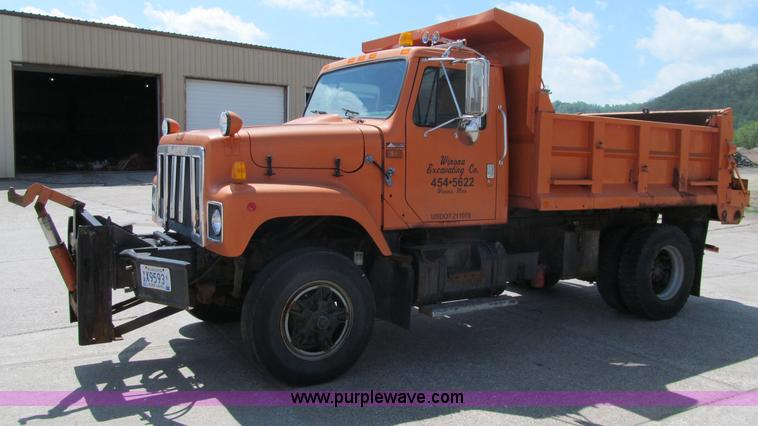 F8586.JPG - 1991 International 2554 dump truck , 91,093 miles on odometer , International DT466 12 6L L6 diesel ...