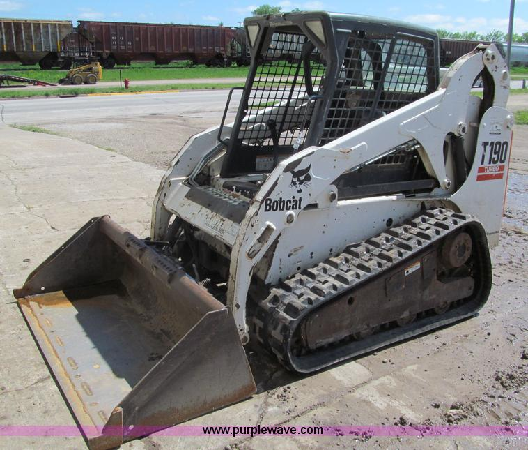G8692.JPG - 2005 Bobcat T190 skid steer , 2,333 hours on meter , Kubota diesel engine , Model V2403 , OROPS , Si...