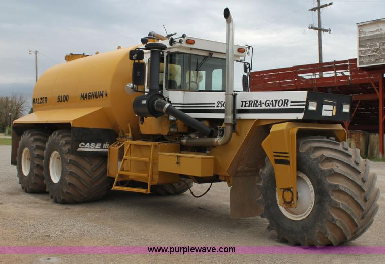 E8496.JPG - Ag Chem TerraGator 2505 floater , 32,015 miles on odometer , 5,733 hours on meter , Caterpillar C12 ...