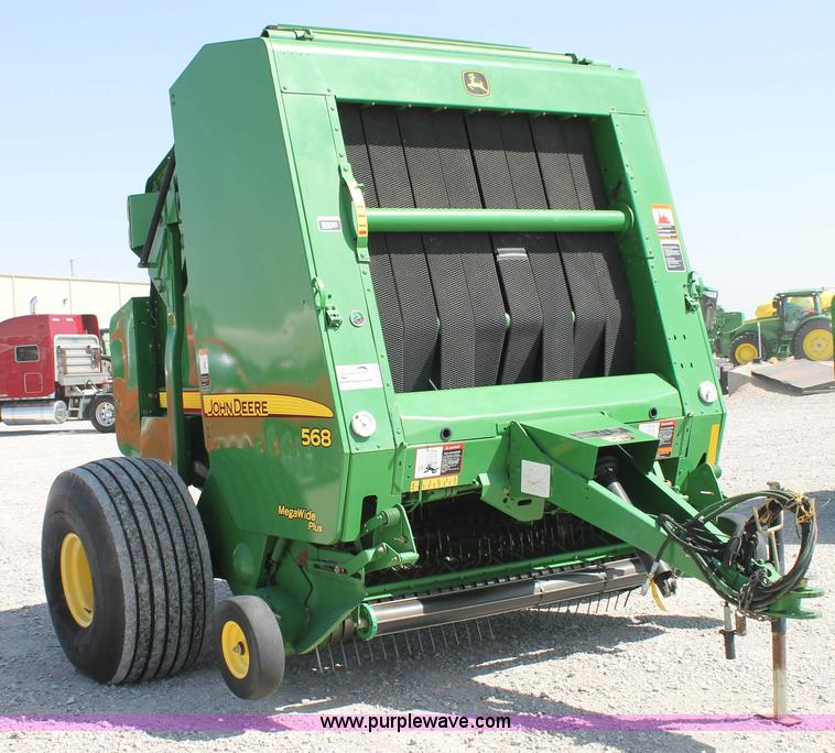 G5739.JPG - 2009 John Deere 568 round baler , 5 x 6 bale capacity , MegaWide Plus pickup , Push bar , Cover edge...