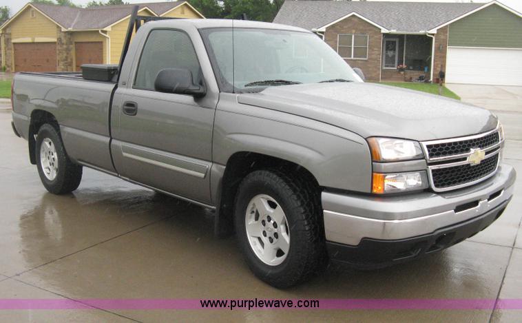 D8350.JPG - 2006 Chevrolet Silverado 1500 LT pickup truck , 77,334 actual miles , 4 8L V8 OHV 16V gas engine , A...