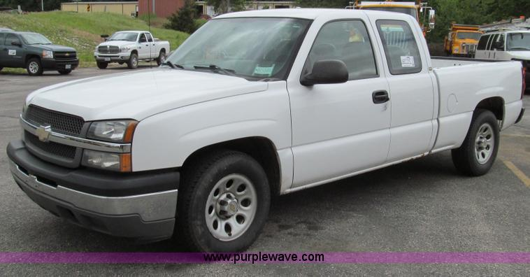 E3955.JPG - 2005 Chevrolet Silverado 1500 Extended Cab pickup truck , 177,388 miles on odometer , 5 3L V8 SFI ga...