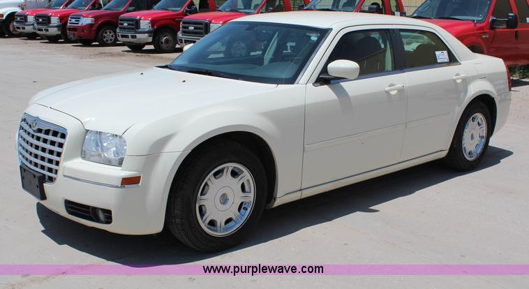 G5470.JPG - 2006 Chrysler 300 Touring , 65,193 actual miles , 3 5L V6 DOHC 24V gas engine , Automatic transmissi...