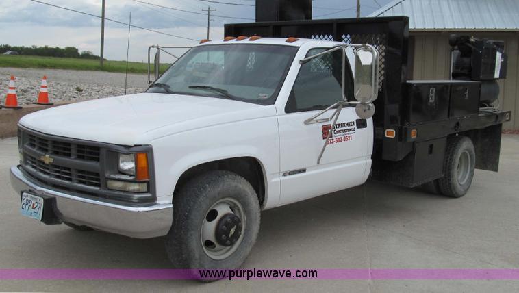 E3981.JPG - 2000 Chevrolet 3500 utility truck , 73,983 miles on odometer , 5 7L V8 OHV 16V gas engine , Automati...