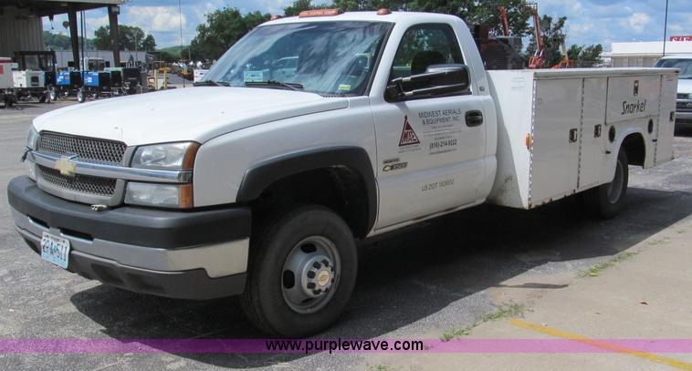 F5078.JPG - 2004 Chevrolet Silverado 3500 utility truck , 314,603 actual miles , 6 6L V8 OHV 32V turbo diesel en...