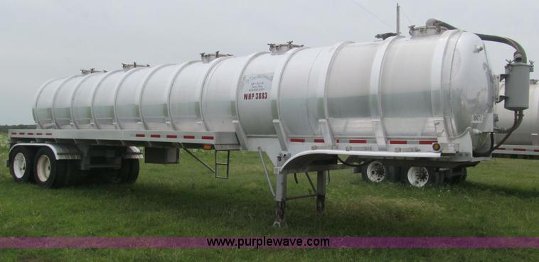 F3200.JPG - 2007 Dragon 150BBL vacuum trailer , Model Super Duty , 6,300 gallon capacity , 57,900 lb product wei...