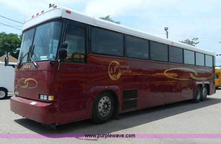 G7873.JPG - 1987 MCI MC 9 bus , 571,707 miles on odometer , 48 passenger , Detroit Diesel 6V 92TA 9 05L V6 diese...