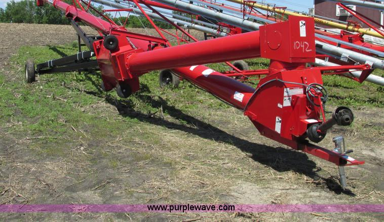 A8548.JPG - 2010 Wheatheart SA1371 grain auger , 71L x 13 quot W , PTO driven , Hydraulic lift , Swing away feed...