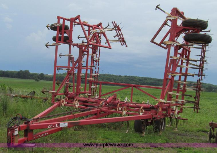 G2001.JPG - Wil Rich 2500 field cultivator , Approx 44 working width , 5 sections , Spring tooth tine harrow , T...
