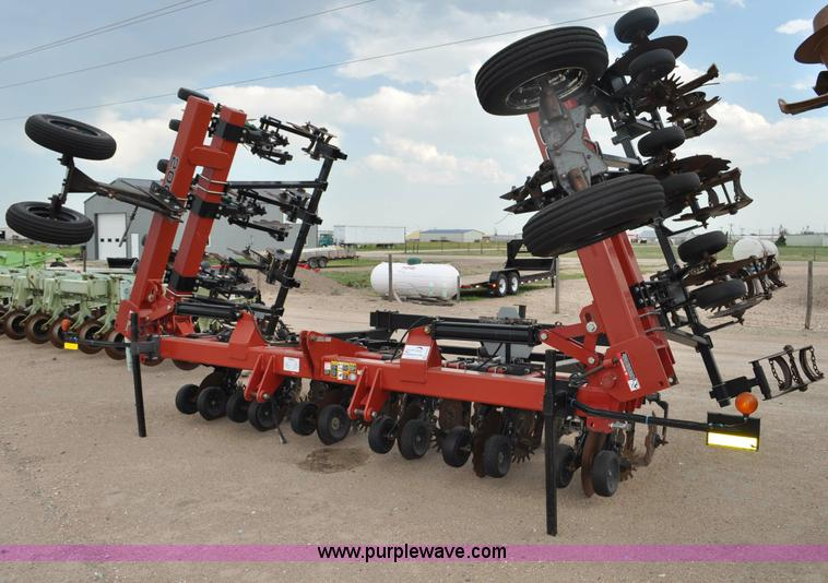 G6042.JPG - Redball 2000 strip till machine , 12 row , 30 quot spacing , Folding double bar , Single disk opener...