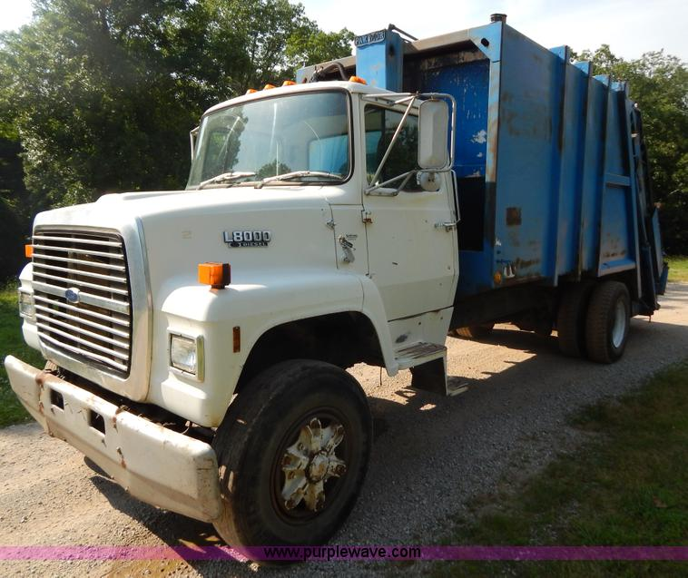 G3266.JPG - 1989 Ford L8000 refuse truck , 195,779 miles on odometer , Ford 7 8L L6 diesel engine , 210 HP , Ser...