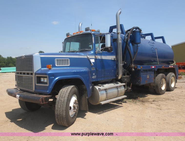 D5987.JPG - 1989 Ford L9000 vacuum truck , 705,639 miles on odometer , Cummins N14 14 0L L6 diesel engine , Nine...