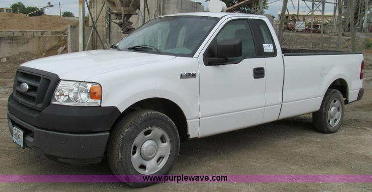E4000.JPG - 2006 Ford F150 XL pickup truck , 100,697 miles on odometer , 4 2L V6 OHV 12V gas engine , Automatic ...