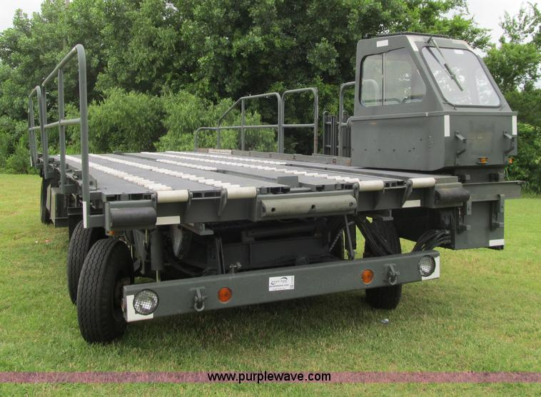 F3207.JPG - 1985 Emersion A/S32H5A cargo loader , 308 hours on meter , Designed for loading/unloading aircraft c...