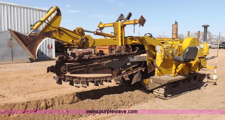 F8760.JPG - Vermeer T600C trencher , 954 hours on meter , Detroit four cylinder diesel engine , Model 50437001 ,...