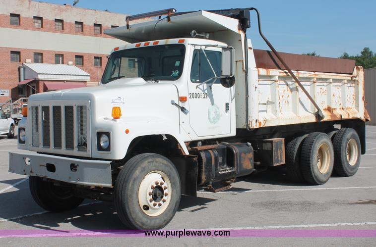 I7991.JPG - 2000 International 2554 dump truck , 103,985 miles on odometer , 7,486 hours on meter , Internationa...