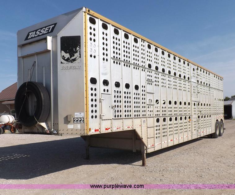 F8726.JPG - 1992 Merritt Gold Line livestock trailer , 48L x 8 5H x 135 quot H , Dual level , Dual ladders , Dri...
