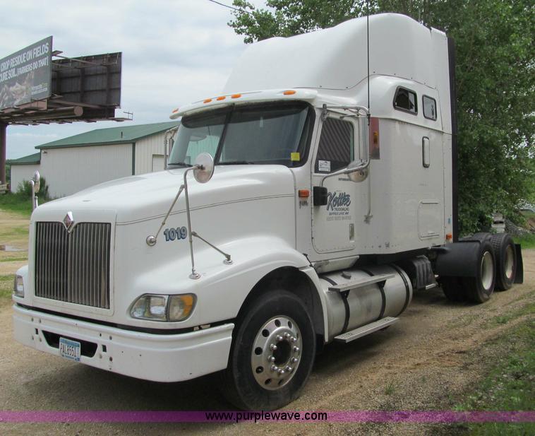 G8685.JPG - 2005 International 9400i semi truck , 909,917 miles on odometer , Caterpillar C15 15 2L L6 diesel en...