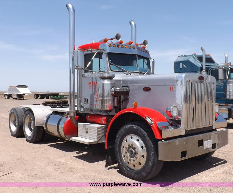 H7012.JPG - 1984 Peterbilt 359 semi truck , 418,899 miles on odometer , Caterpillar 3406 14 6L L6 diesel engine ...