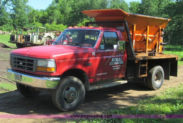 G8682.JPG - 1992 Ford F350 flatbed truck , 143,139 miles on odometer , 7 3L V8 OHV 16V diesel engine , Five spee...