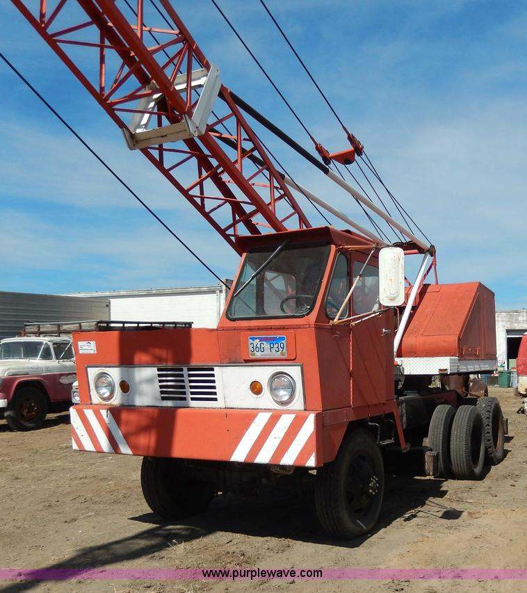 H3102.JPG - 1964 Bantam Schield crane truck , 5,102 hours on meter , 306 CID six cylinder gas engine , Serial H3...
