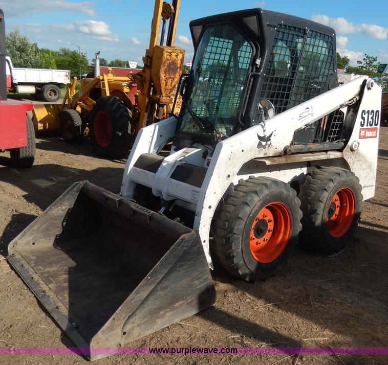 I4484.JPG - 2006 Bobcat S130 skid steer , 932 hours on meter , Kubota diesel engine , Model V2203 , 46 HP , Seri...