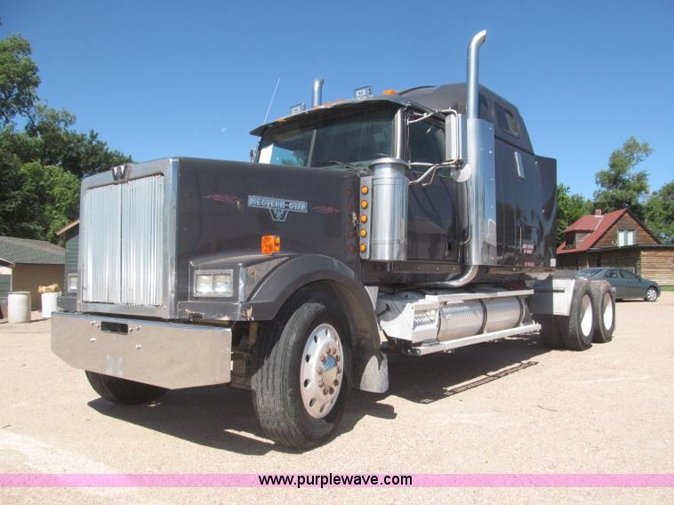 F7003.JPG - 1997 Western Star 4964EX semi truck , 109,275 miles on odometer , Caterpillar 3406 14 6L L6 diesel e...