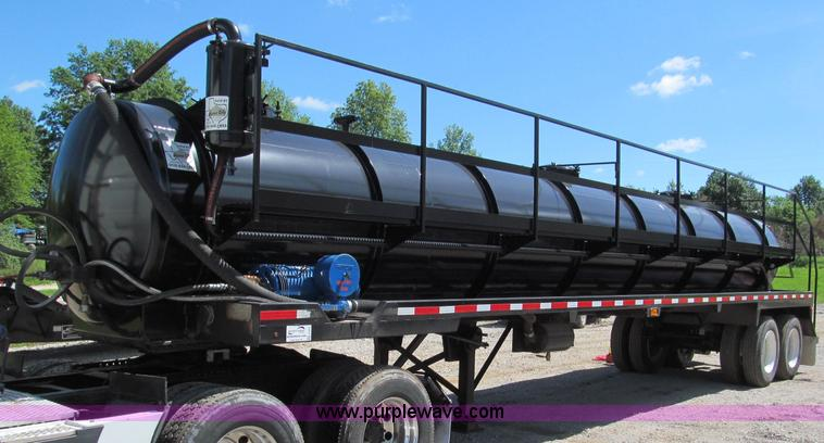 F5075.JPG - 2011 Global Vacuum Systems 130 barrel vac trailer , Model FBS130BBL , 130 Barrel , 5,460 gallon capa...