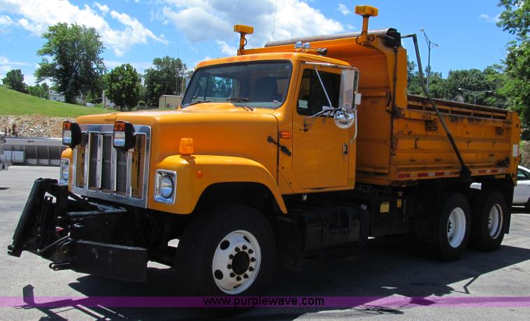 G2021.JPG - 2002 International F2554 dump truck , 179,169 miles on odometer , 8,579 hours on meter , Internation...