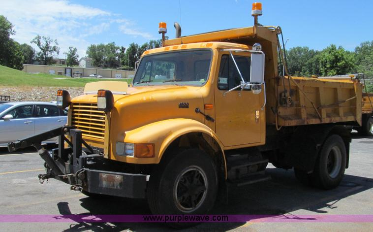 G2023.JPG - 1996 International 4900 dump truck , 116,587 miles on odometer , 4,145 hours on meter , Internationa...