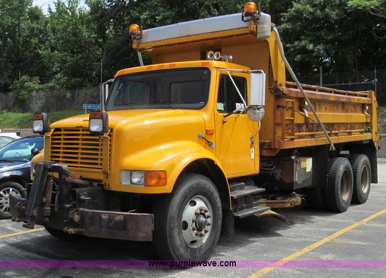 G2027.JPG - 1999 International 4900 dump truck , 184,242 miles on odometer , 9,203 hours on meter , Internationa...