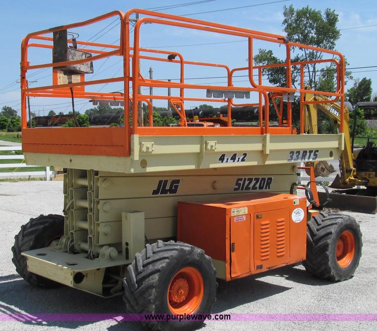 G2028.JPG - 2000 JLG 33RTS scissor lift , 2,474 hours on meter , Ford four cylinder gas engine , Water cooled , ...