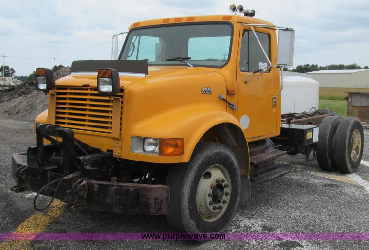 G2030.JPG - 2000 International 4900 truck cab and chassis , 141,199 miles on odometer , 8,868 hours on meter , I...