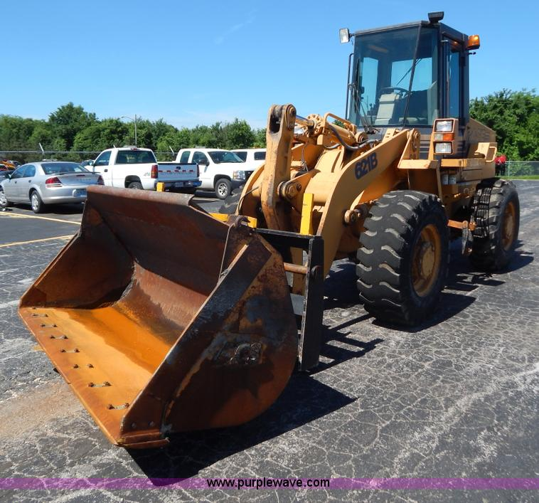 G3264.JPG - 1998 Case 621B wheel loader , Hour meter inoperable , Cummins 5 9L turbo diesel engine , Enclosed ca...