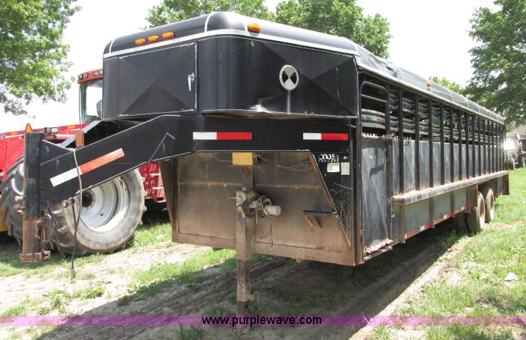 F5156.JPG - 2001 Coose 32 gooseneck livestock trailer , Left hand side entry door , Swing open rear doors , Four...