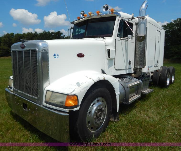 G9475.JPG - 1990 Peterbilt 377 semi truck , 995,920 miles on odometer , Detroit Diesel Series 60 12 7L L6 diesel...