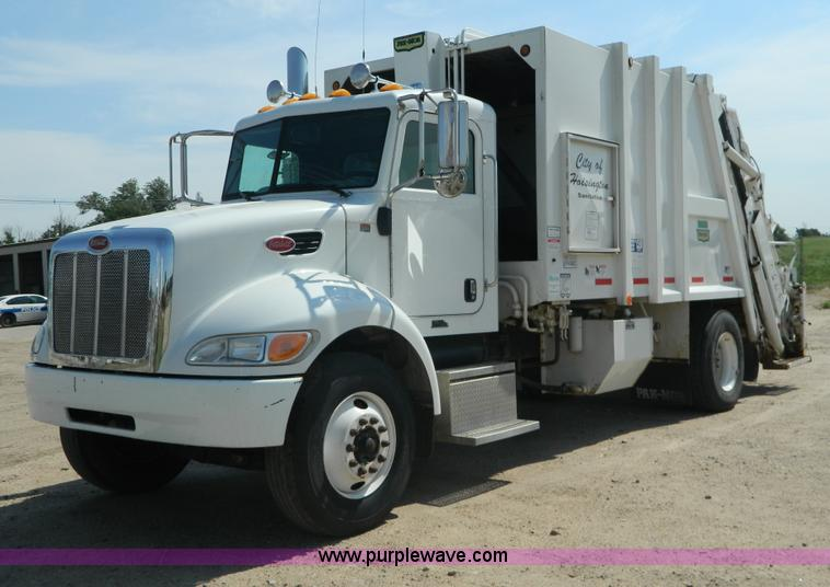 G7901.JPG - 2008 Peterbilt 335 refuse truck , 59,374 miles on odometer , 8,022 hours on meter , Paccar 6 7L L6 d...