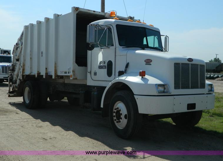 G7902.JPG - 2001 Peterbilt 330 refuse truck , 81,370 miles on odometer , 10,495 hours on meter , Caterpillar 312...