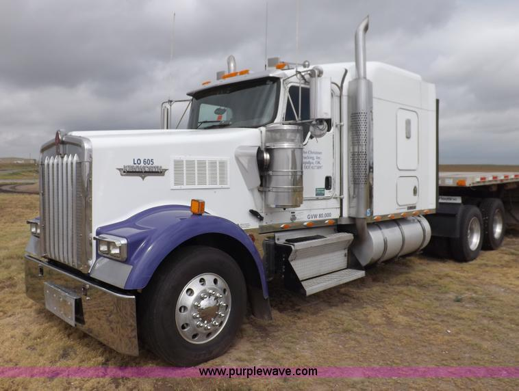 I7690.JPG - 2004 Kenworth W900 semi truck , 581,533 miles on odometer , Approximately 1,085,008 actual miles , C...