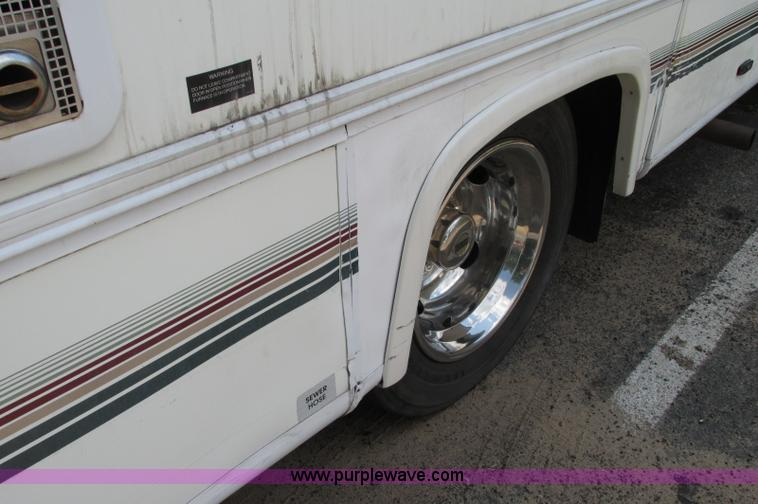 E5176N.JPG - 1997 Georgie Boy MH P30 Pursuit motorhome , 7 4L V8 gas engine , Automatic transmission , AC and hea...