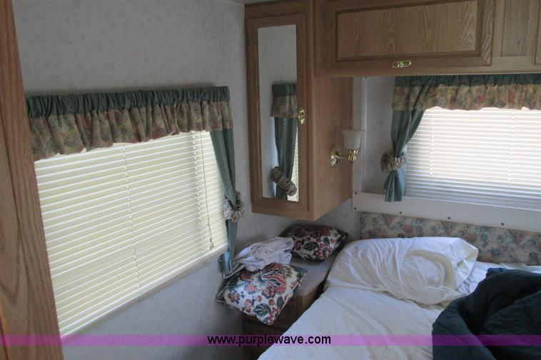E5176ZZP.JPG - 1997 Georgie Boy MH P30 Pursuit motorhome , 7 4L V8 gas engine , Automatic transmission , AC and hea...