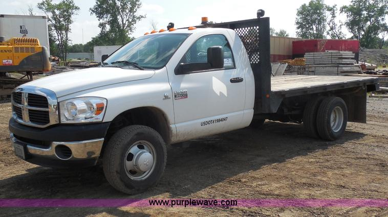 G8620.JPG - 2007 Dodge Ram 3500 flatbed truck , 69,195 miles on odometer , 6 7L L6 OHV 24V turbo diesel , Automa...