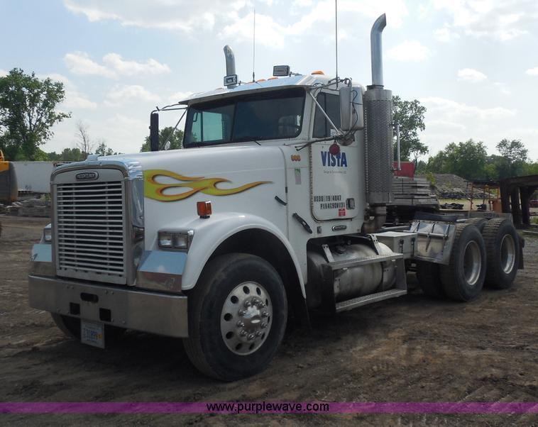 G8621.JPG - 1999 Freightliner FLD120 semi truck , 780,820 miles on odometer , Caterpillar C12 diesel engine , 37...