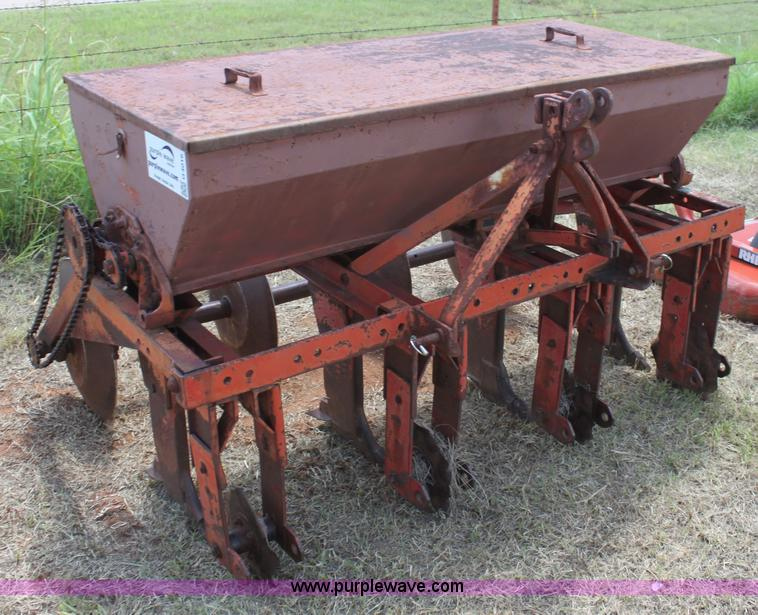 G4016.JPG - Taylor 6 pasture drill , Model F4 , Dual seed boxes , Three point , Serial 2 60 19508 ...
