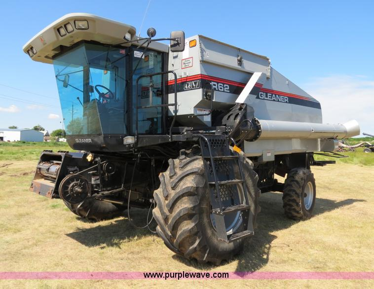 A8592.JPG - 2001 Gleaner R62 combine , 1,188 engine hours on meter , 908 separator hours on meter , Cummins six ...