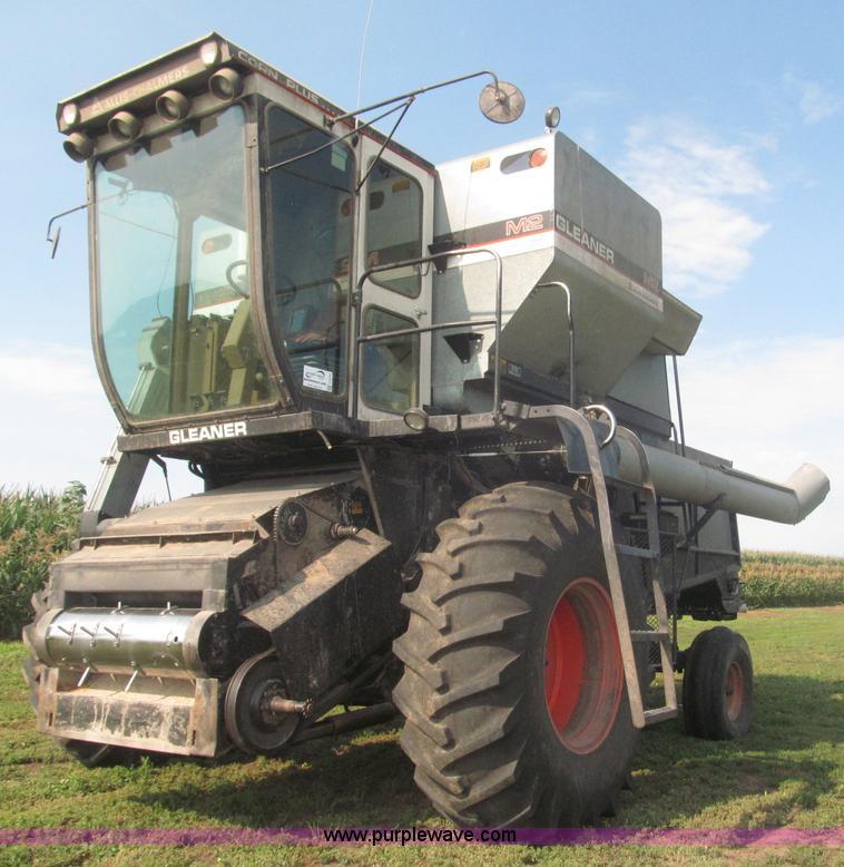 1982 Gleaner M2 Golden Harvest Edition Combine