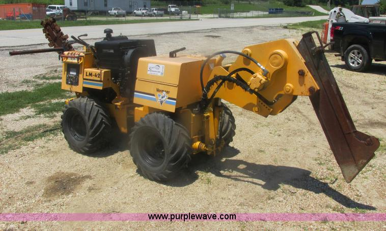 E7306.JPG - 1998 Vermeer LM42 articulated cable trencher , 1,577 hours on meter , Deutz air cooled diesel engine...