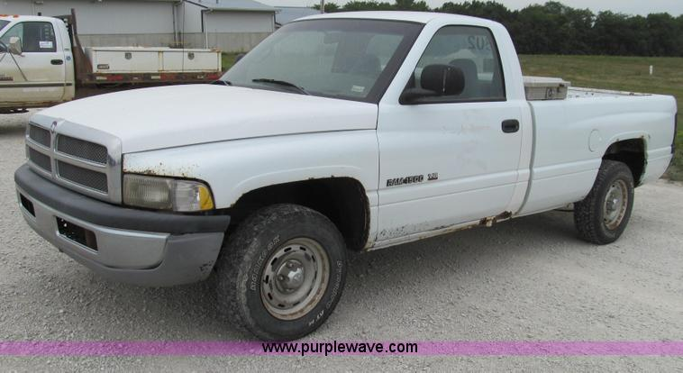 G2069.JPG - 2001 Dodge Ram 1500 pickup truck , 252,545 miles on odometer , 5 2L V8 OHV 16V gas engine , Automati...