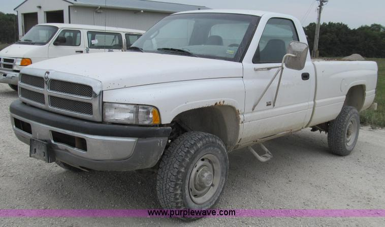 G2071.JPG - 2001 Dodge Ram 2500 pickup truck , 202,044 miles on odometer , 5 9L V8 OHV 16V gas engine , Five spe...