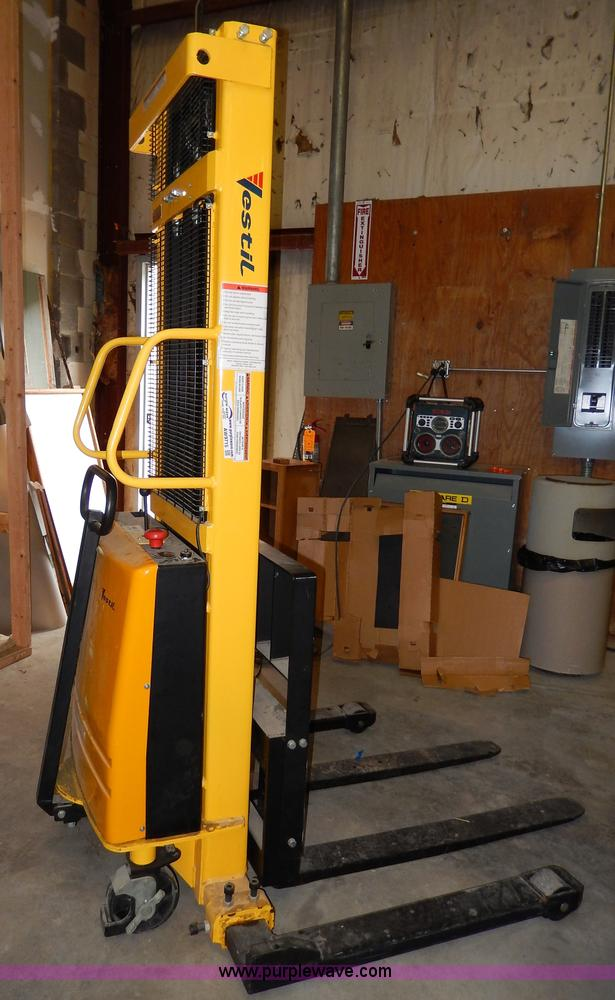 AW9715.JPG - 2008 Vestil electric forklift , Model SL 118 AA , 2,000 lbs maximum lift capacity , 118 quot maximum...